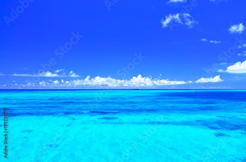 Canvas Prints Ocean 真夏の宮古島・下地空港沿いに広がる綺麗な海