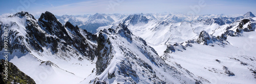 Montage in der Fensternische Gebirge panorama view of winter mountain landscape in the Swiss Alps near Klosters
