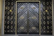 Porte Art Déco Noire Et Dorée