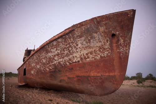 Spoed Foto op Canvas Schipbreuk Rusty ship in Moynaq, Uzbekistan
