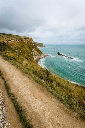 Tuinposter Centraal-Amerika Landen Scenic coastal walk along the cliff near Durdle Door, England