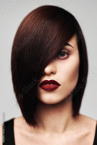 Cuadros en Lienzo Model with perfect long glossy brown hair