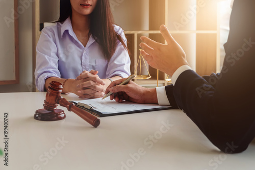 Obraz na płótnie Law should know concept, The lawyer explained to the client to plan the case in court