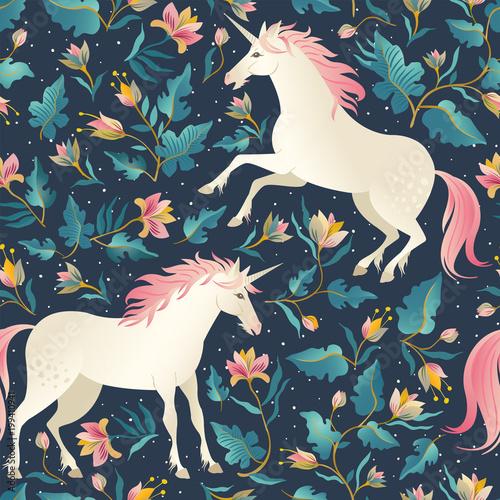 Tapety do pokoju dziewczynki  seamless-pattern-with-beautiful-unicorns-vector-magic-background-for-kids-design