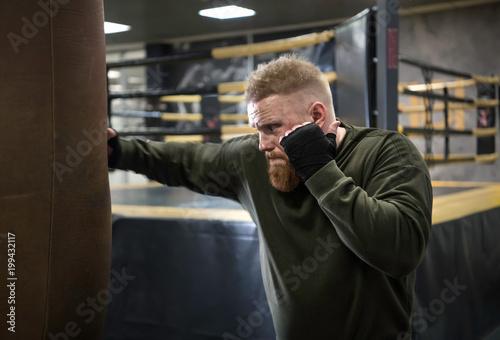 the MMA Fighter Practicing With Boxing Bag Tapéta, Fotótapéta