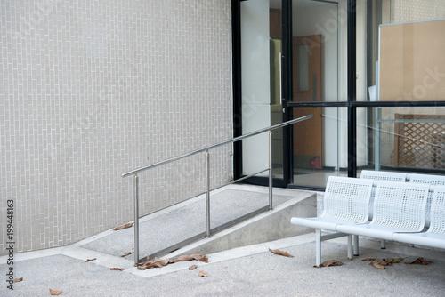Tableau sur Toile Façon rampe pour soutenir les personnes handicapées en fauteuil roulant en face
