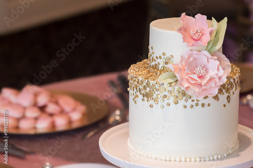 2 Tier Wedding Cake With Gold Sequin And Edible Peony Acheter