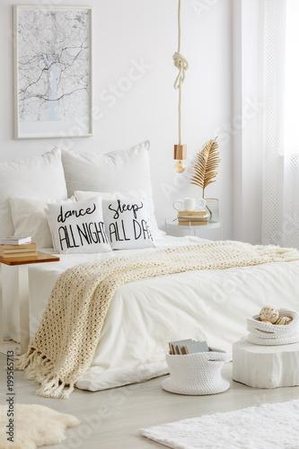 Papiers peints Akt Stylish bedroom for reading enthusiast