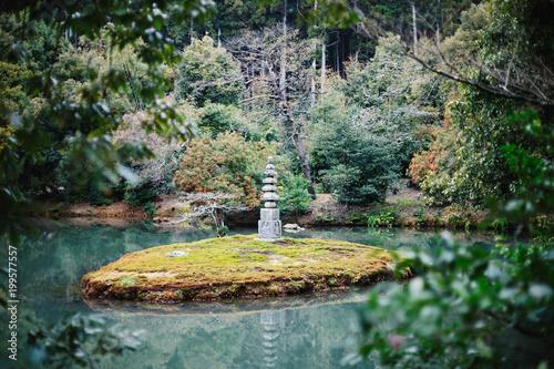 Photographie Lake and stone pagoda in Kinkakuji (Golden Pavilion), Kyoto, Japan