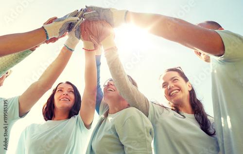 Cuadros en Lienzo volunteering, charity, people, gesture and ecology concept - group of volunteers