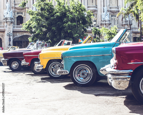 Papiers peints Vintage voitures HDR Foto von einem amerikanischen historischen Auto in Havanna Kuba