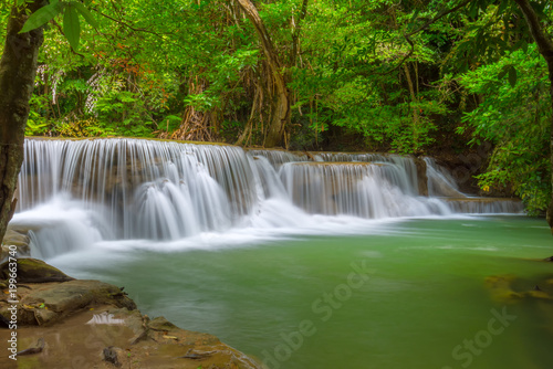 Foto op Plexiglas Groene Beautiful Huay Mae Kamin Waterfall in Khuean Srinagarindra National Park, Kanchanaburi Province. Thailand