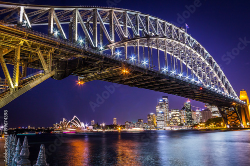 Fotobehang Bruggen Night view of Harbour bridge in Sydney Australia