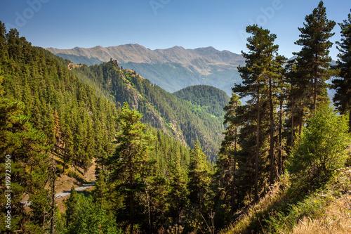 Krajobraz Kaukaz góry w Tusheti regionie, Gruzja