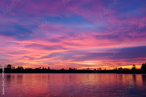 Foto op Aluminium Snoeien Sunset on the lake landscape