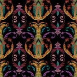 Haft barokowy kwiatowy wzór. Adamaszek wektor tle gobelin. Tapeta. Vintage haftowane kwiaty, liście, wiry, zwoje. Antyczny ornament fantazyjny. Grunge tekstury wylęgowych - 199751776