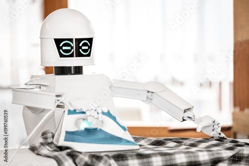 Foto  Roboter bügelt die Wäsche