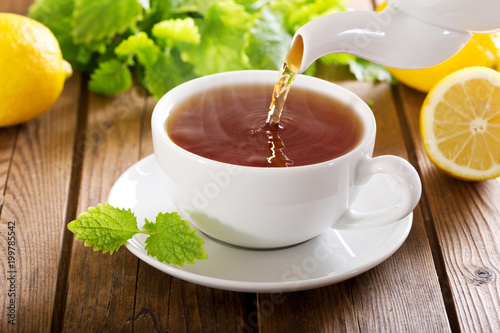 Photo sur Toile The pouring tea into a cup