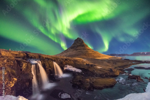 Photo sur Aluminium Aurore polaire A wonderful night with Kp 5 . Northern lights mountain Kirkjufell in Iceland.