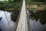 Fototapeta Fototapety mosty linowy / wiszący - drewniany most linowy kładka na rzece