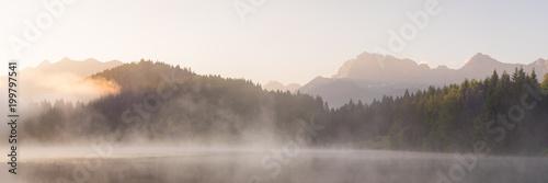 Obraz Panorama vom Geroldsee mit Soierngruppe und Karendel in den Alpen - fototapety do salonu