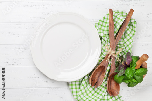 Papiers peints Jardin Empty plate with utensils and herbs