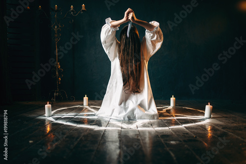 Fotografía Woman with knife sitting in pentagram circle