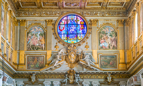 La pose en embrasure Edifice religieux Pope Clement VIII Aldobrandini coat of arms in the Basilica of Santa Maria Maggiore in Rome, Italy.