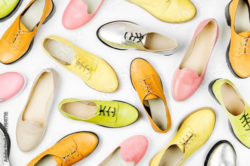 Fotografía  Stylish female spring or autumn shoes in various colors