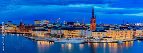 Staande foto Stockholm Panoramic sunset view onto Stockholm old town Gamla Stan and Riddarholmen church in Sweden
