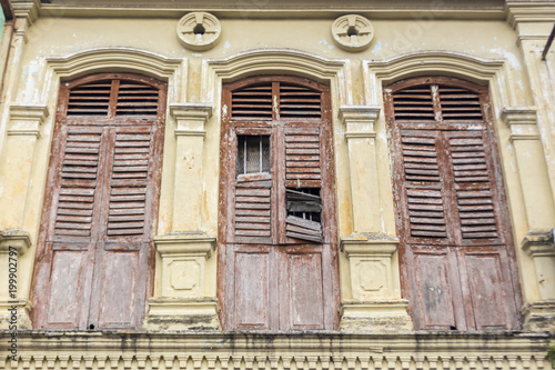 Fotografía  Old colonial window wooden architecture in Ipoh Malaysia South East Asia