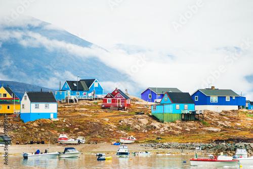 Deurstickers Poolcirkel Colorful houses in Saqqaq village, Greenland