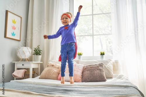 Papiers peints Statue child is playing superhero