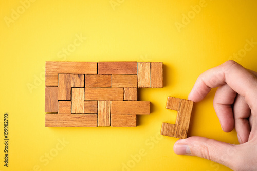 Papel de parede woman hand put wooden blocks for finishing task