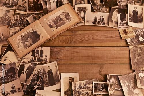 Fototapeta Foto antiche su vecchio tavolato con spazi per inserimento testi
