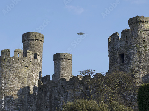 Foto op Canvas UFO UFO Sighting, flying saucer in the sky over a castle in Britain