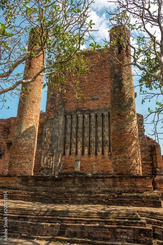 Foto op Aluminium Rudnes Ancient ruins of Wat Thammikarat temple