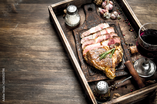 In de dag Grill / Barbecue Beef grill with red wine.