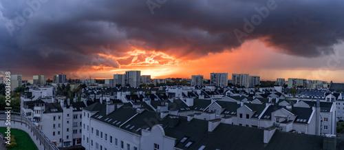 Obraz Warszawa, Ursynów. Panorama z widokiem na piękny zachód słońca nad Mokotowem. - fototapety do salonu