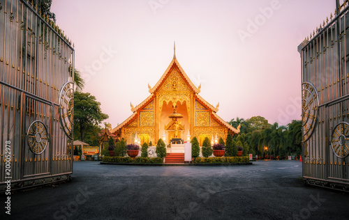 Tuinposter Bedehuis Stunning Wat Phra Singh Woramahawihan Buddhist Temple at sunrise in Chiang Mai, Thailand