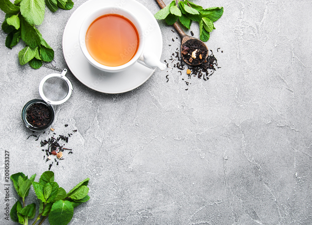 Fototapety, obrazy: Black tea with mint