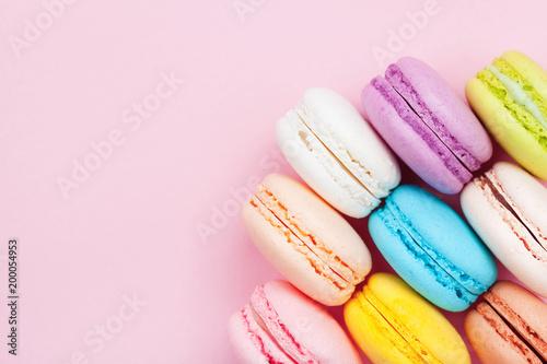 Foto auf AluDibond Macarons Cake macaron or macaroon on pink pastel background top view. Flat lay composition.