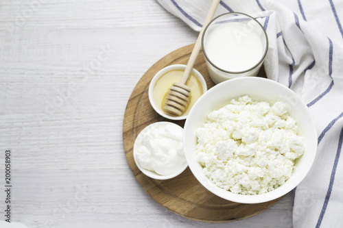 Foto op Plexiglas Zuivelproducten dairy products, cottage cheese, yoghurt, sour cream, milk, honey and space for text.
