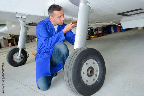 Photo aircraft technician at work