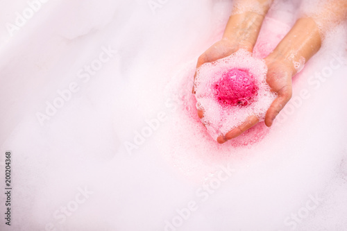 bath salt ball dissolves in the hands Fotobehang