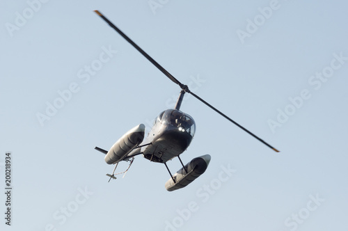 Tuinposter Helicopter Helicopter banking