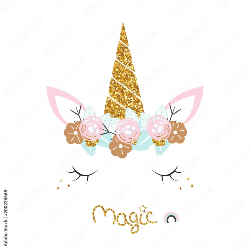 Ładny jednorożec z wieniec kwiatowy, slogan i złote elementy świecidełka. Wektorowa ręka rysująca ilustracja.