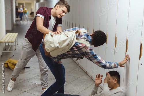 Papiers peints Akt schoolboys being bullied in school corridor by their classmate