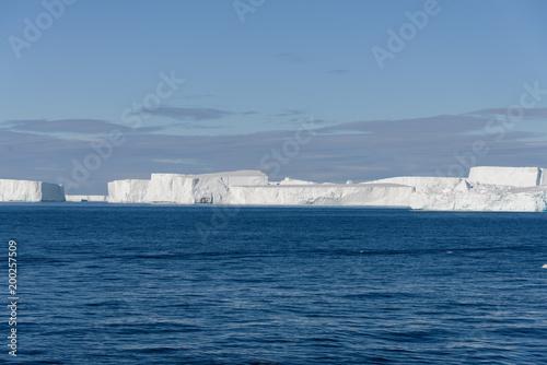Foto op Plexiglas Antarctica Tabular iceberg in Antarctica