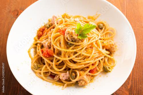 Spaghetti con tonno, bottarga, pomodoro e capperi, Cucina Mediterranea